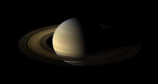Saturn,_its_rings,_and_a_few_of_its_moons